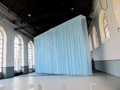 Alexandre Joly · Ouranus, 2014, Stoff, Motor, diverse Materialien, 12,75x7,5x1m. Fotos: Brita Polzer