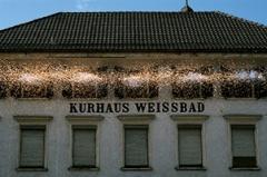 Roman Signer · Fensterladen mit Raketen, Kurhaus Weissbad 1992. Foto Stefan Rohner
