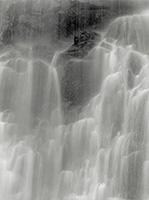 Giro Annen · Wasserfall, 2002, Schwarzweiss-Fotografie auf Barytpapier, 23x17,5cm