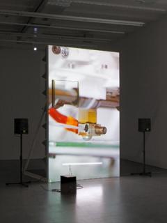 Haroon Mirza · Ausstellungsansicht Museum Haus Konstruktiv. Foto: Stefan Altenburger