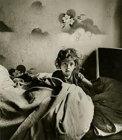 Roman Vishniac · Sara in ihrer Kellerwohnung, Warschauer Ghetto, 1939 ©Mara Vishniac Kohn/International Center of Photography
