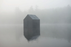 William Lamson · Untitled (Cabin), 2014, 73,66x109,22cm, Digital C, Print, Edition von 3, Courtesy Galerie Anita Beckers
