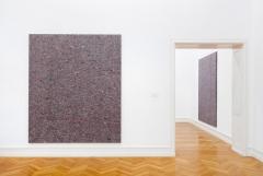 Merlin Carpenter · Midcareer Paintings, 2015, Ausstellungsansicht Kunsthalle Bern. Foto: Gunnar Meier