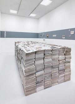 Gustav Metzger · Mass Media- Today and Yesterday, 1972/2015, Ausstellungsansicht Neuer Berliner Kunstverein. Foto: Jens Ziehe
