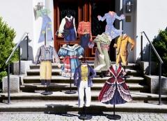 Kleider machen Leute- Kinderkleider durch 200 Jahre