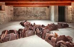 Richard Long · Tschudi Cross, 2005, Verrucano stones, 6x6m ©ProLitteris. Foto: FBM Studio