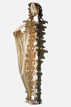 Barbara Graf · Wirbelsäulenkleid,1996, Anatomisches Gewand V, Baumwolle, Tasche, Bedienungsanleitung