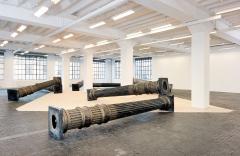 Sonia Kacem · Night Shift, 2016, Ausstellungsansicht, 2. Stock: Säulen, Centre d'Art Contemporain Genève. Foto: Annick Wetter