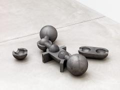 Matt Mullican · Anatomy, 1991, Grauguss, 3/3, 6 Teile, H: 30.5, B: 135, T: 60 cm Kunstmuseum Winterthur. Foto: Philipp Hitz