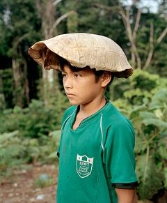 Yann Gross · Hut aus Schildkrötenpanzer, 2016, Bolivar, Peru