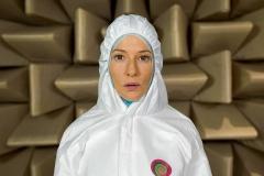 Julian Rosefeldt · Manifesto (beide Aufnahmen mit Cate Blanchett), 2015; oben: die Wissenschaflterin spricht zu Suprematismus und Konstruktivismus; unten: der Obdachlose spricht zu Situationismus, Filmstills ©ProLitteris