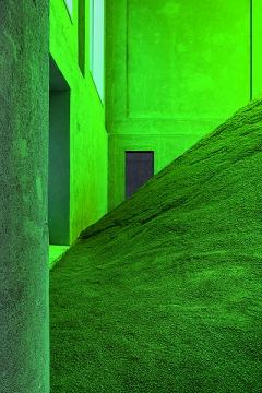 Pamela Rosenkranz · Slight Agitation 2/4, Infection, 2017, Ausstellungsansicht Fondazione Prada, Mailand. Foto: Delfino Sisto Legnani und Marco Cappelletti