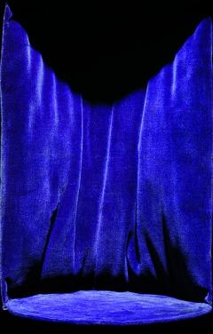 Sinje Dillenkofer, Case I 19, 2015, Schützenbecher,m aus Anlass des zehnjährigen Stiftungsschiessens der akad. Schützengilde in Innsbruck, 1909, gespendet von Erzherzog Eugen, TLMF, Historische Sammlungen, Innsbruck, 202,5 x130.5, Edition 1 von 6, Hahnemühle PhotoRag, Aluminium, Holuzrahmen ©ProLitteris