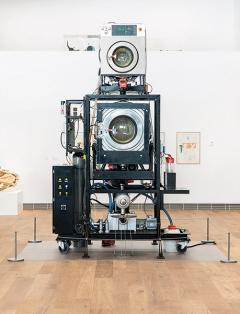 Cloaca Quattro, 2004-2005, Mixed media, 340x210x210cm, Installationsansicht Museum Tinguely, Basel ©ProLitteris. Foto: Stefan Schmidlin