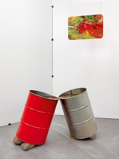 Jessika Khazrik · Two Barrels Kissing Until Their Water Meets, 2013, Installationsansicht, Luma Westbau, Zürich. Foto: Stefan Altenburger