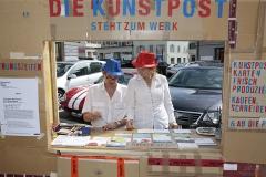 Christine Bänninger und Peti Wiskemann· Die Kunstpost, 2013, Kunstaktion in ‹Reactivate! Art in public space›, Stadt Zug 2013
