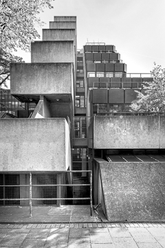 Simon Phipps · Institute of Education, London, 1970-76, Architekt: Denys Lasdun, Courtesy Museum im Bellpark Kriens