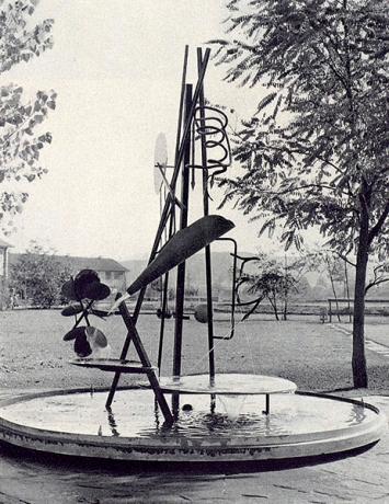 Walter Linck · Brunnen für das Schulhaus Bethlehemacker in Bern, 1954, zeitgenössische Aufnahme