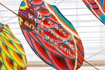 Ai Weiwei · With Wind (Detail), 2014, Bambus und Seide, ca. 240x240x5000cm, Ausstellungsansicht, Musée cantonal des Beaux-Arts / Musée cantonal de Zoologie, Lausanne, 2017. Foto: Etienne Malapert