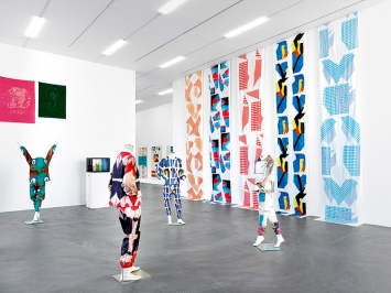 Cheryl Donegan · My Plastic Bag, 2017, Installationsansichten Kunsthalle Zürich. Foto: Annik Wetter