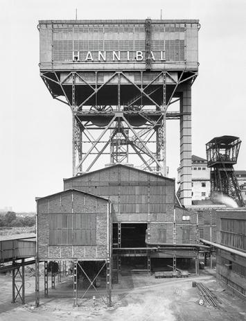Bernd und Hilla Becher · Zeche Hannibal, Bochum, Ruhrgebiet, D, 1973, Schwarz-Weiss-Fotografie, Silbergelatine-Abzug, 60x50cm, Courtesy Hauser& Wirth