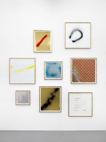 Hors sujet, Spray auf teils kartoniertes Papier, 7 Tafeln in verschiedenen Formaten in einer Kartonschachtel 60 x 60 cm, Edition in 8 Exemplaren © ProLitteris. Foto: Annik Wetter