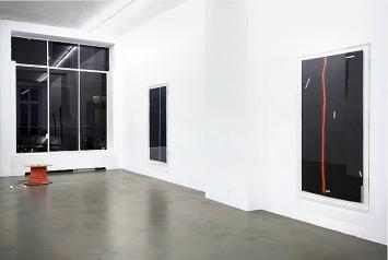 Mandla Reuter · PAPAPANANAMAMA, 2018, Ausstellungsansicht Galerie Mezzanin, Genf. Foto: Annik Wetter
