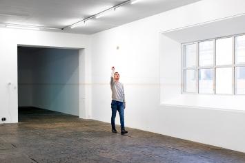 Drag Drag Solo, Centre d'art contemporain Genève (Ausstellungsansicht: 3. Stock: ‹On False Tears (and Outsourcing)›, laufend seit 2015). Foto: Mathilda Olmi