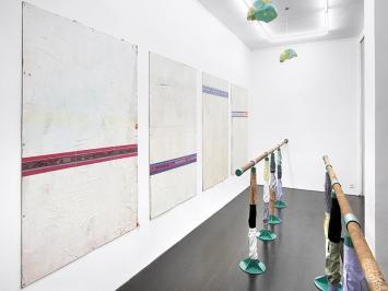 Timothée Calame · 27 générations de services culturels, 2016 (détail). Tuyaux de chauffe, acier peint, hêtre, coton, dimensions variables. Court. Galerie Edouard Montassut, Paris.
