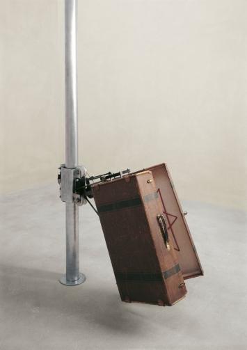 Rebecca Horn, Berlin Earthbound, 1994, mechanisierte Skulptur,Foto: Lothar Schnepf ©Kolumba, Köln|VG Bild Kunst, Bonn
