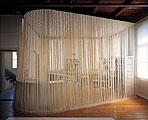 Ohne Titel, 1996/97, Abdeckband, 720 x 380 cm; Foto: Joël von Allmen Courtesy Fri-Art, Fribourg