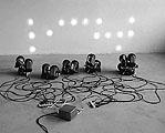 Jos Näpflin · Systemoid, 1995, 14 Handlampen, Kabel, Holz, Transformer, 70 x 200 x 260 cm; Courtesy Nidwaldner Museum, Stans