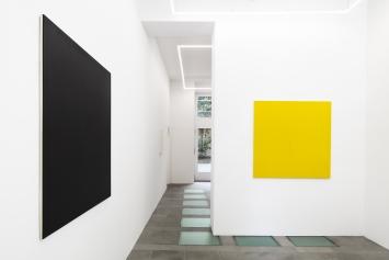 Olivier Mosset, Ausstellungsaufnahme Galerie Lange+Pult, Zürich, 2019. Foto:Sully Balmassière
