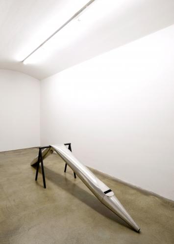 Roman Signer, Orgelpfeife, 2020,Installationsaufnahme, CourtesyCourtesy Galerie Martin Janda Wien