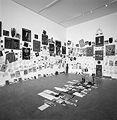 Georges Adéagbo · Espace?! monde (Histoire de l'art), 2001Ausstellungsansicht Kunsthalle Zürich, Foto: Alex Dröhler