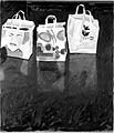 Bendicht Fivian · Bodenbild (Drei Tragtaschen), 2001, 160 x 140 cm, Öl auf Baumwolle; Foto: Karl Fülscher