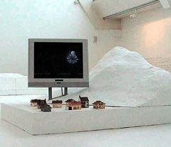 Jun Yang · «Untitled» 2002, Ausstellungsansicht im MAC (musee d'art contemporaine), Marseille 2002, mixed media