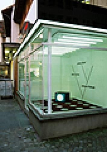 «Holes & Highways», 2001, Computer, Monitor, Teppich, Wandzeichnung, Projektraum Wilfried von Gunten, Thun; Fotos: Christian Helmle