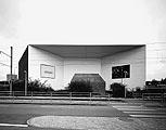 Solitär im Industriequartier: Die Eingangsseite des Schaulagers mit Torhäuschen, Foto: Heinrich Helfenstein, Zürich