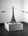 Chris Burden · Another World, 1992, Installation avec du mouvement, aus der Ausstellung «Je revais d'un autre monde: Architectures et Arts plastiques», Strasbourg, Palais du Rhin, Strasbourg, Collection FRAC Languedoc-Roussillon, © D.R.