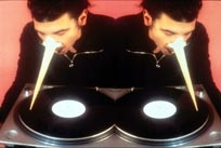 Davide Bertocchi · Phonograf, 1998, C-Print auf Aluminium, 2-teilig, Courtesy Gian Carla Zanutti, Mailand