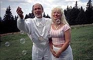 Gianni Motti · Ufo-Cult (Raël et Brigitte), 2003, C-Print, gerahmt, 70 x 100 cm, Ed. 3, 1/3