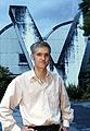 Florian Dombois vor dem Y-Schornstein der HKB, Foto: Yoshiko Kusano, Bern