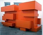 Entertainment Center Mies, 2003, Pappelholz, Lack, 200 x 400 x 140 cm, beide Fotos: Courtesy Gabriele Senn Galerie, Wien