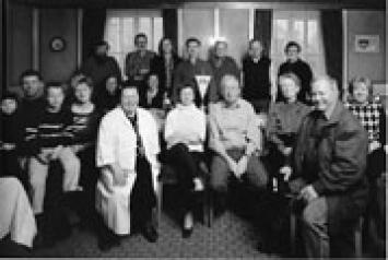 Tobias Madörin · Vereinsgruppenbilder, 2003, Foto aus einer Serie mit 36 Aufnamen. Verein zur Förderung des Ansehens der Blut- und Leberwürste, Ziel: Geniessen von Blut- und Leberwürsten in geselligem Rahmen.