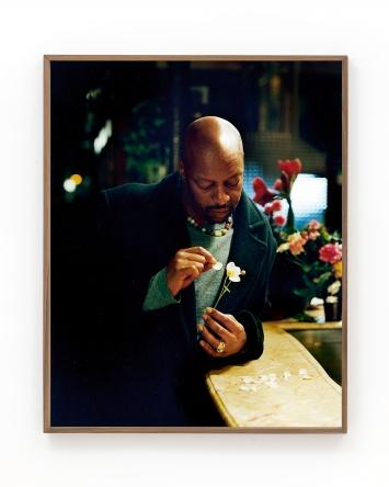 L'Homme à la fleur, 2021, C-print, 90x71cm ©ProLitteris