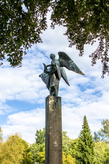 Charlotte Germann-Jahn,Engel mit Harfe, Bronzeskulptur, Friedhof Bergli Zofingen