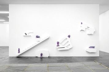 Lena Henke · An Idea of Late German Sculpture; To the People of New York, 2018, Ausstellungsansicht Kunsthalle Zürich