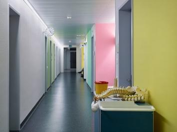 Die Kunst von Benno K. Zehnder im Spital Schwyz Farbkonzept im Auftrag der Krankenhausgesellschaft Schwyz seit 2002.Foto:Seraina Wirz