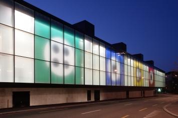 Matt Mullican, Fahnen, 2007, Kunst im öffentlichen Raum der Stadt St. Gallen, Fotografie: Anna-Tina Eberhard, St. Gallen